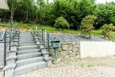 Treppe und Mauer